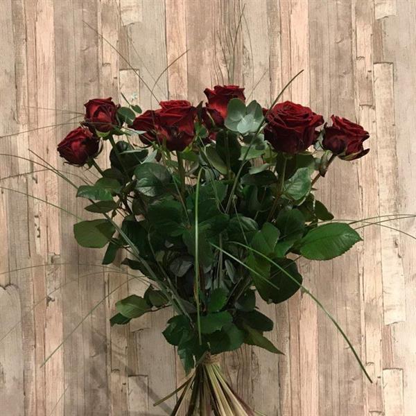 Tio röda rosor