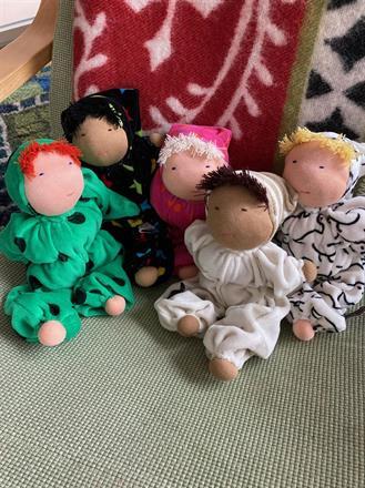 Fem nya mellanbarn i skön velour med ren ull i kroppen - 300 kr/st