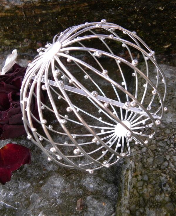 Kosmiskt silverklot av Kristina Fureby