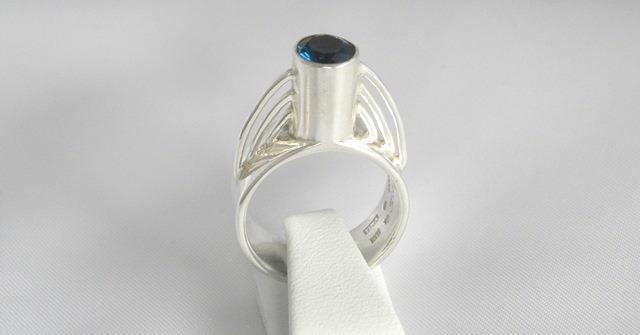 Ring med topas gjord i argentium.