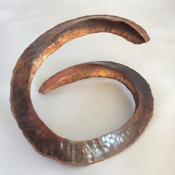 Ringlande armband fold forming