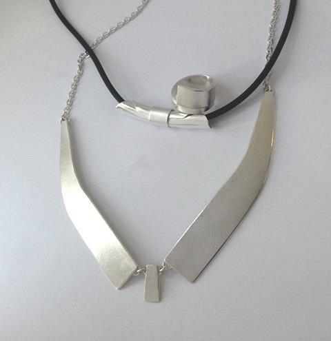 Halsband, armband och matchande ring gjorda av elev på silversmideskurs.