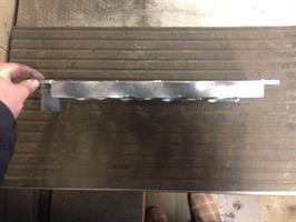 Liesi lipalla 450 X 135 mm Päätykannatus + lippa alaspäin toisesta päästä 50 X 50mm
