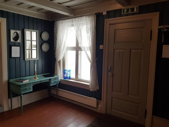 Inngangsparti - Peisestua