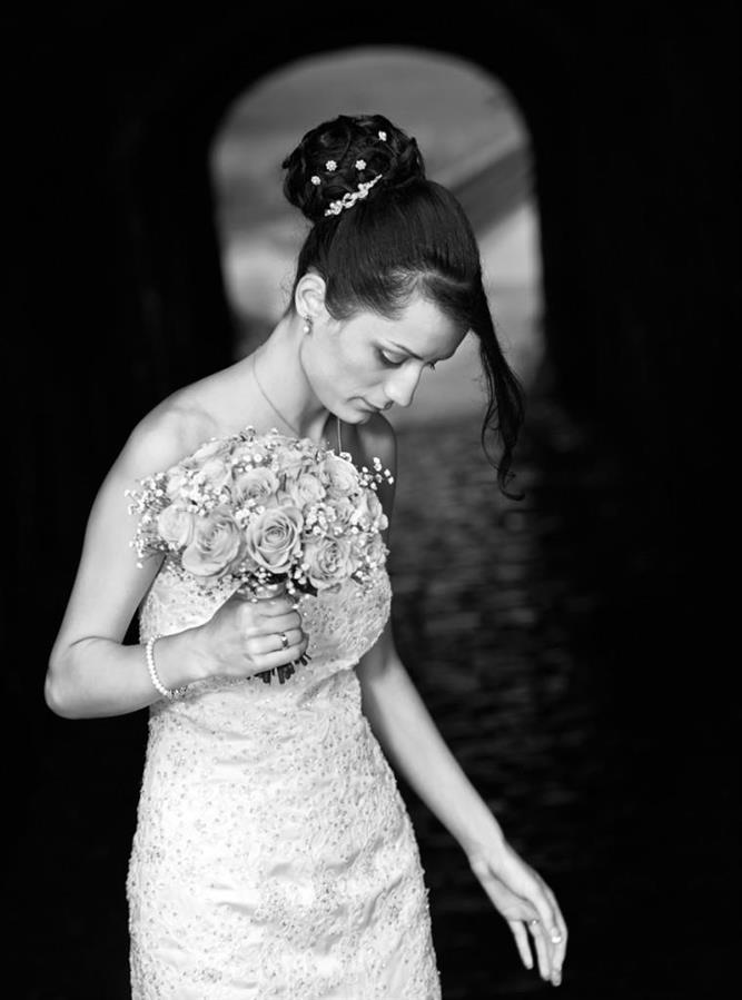 Her er et bilde som jeg fotograferte av bruden da hun ikke var klar over det. Et stemningsbilde med ro i..