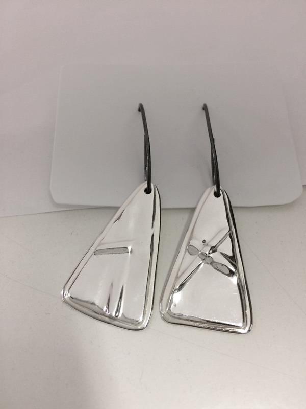 Örhänge i silver gjorda i fold formning