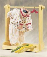 Stativ for dukkeklær i heltre