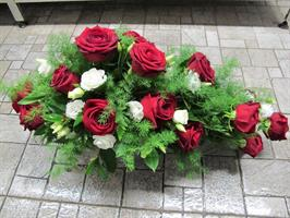 Arkkulaite Punainen ruusu, valkoinen eustoma