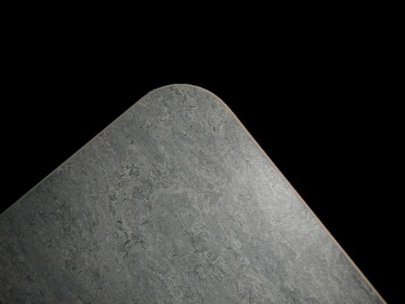 Marie med grå linoleum