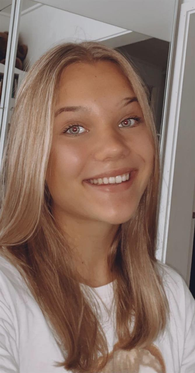 Kosmetologi-opiskelija SINI aloittaa KASVOHOIDOT pe 9.4.21
